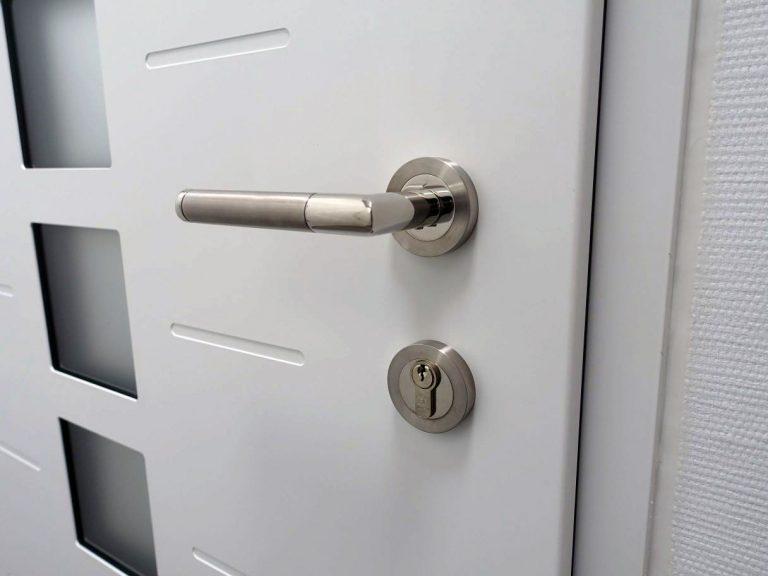 Comment choisir les matériaux de votre porte d'entrée pour une parfaite isolation ?