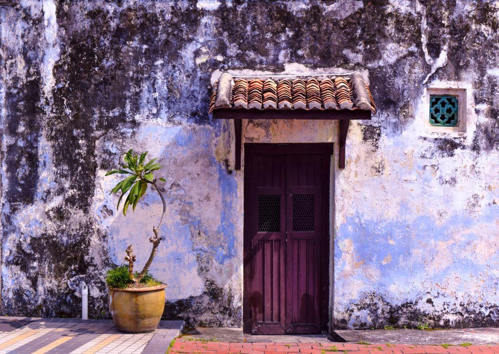 porte d'entrée violet bois